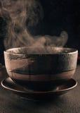 蒸汽的汤碗 库存图片