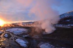 蒸汽从温泉上升 免版税库存照片
