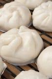 蒸的中国小圆面包 免版税库存照片