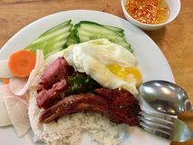 蒸的碎米用烤猪肉 免版税库存图片