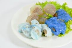 蒸的米皮肤饺子和珍珠粉球与猪肉装填 库存图片