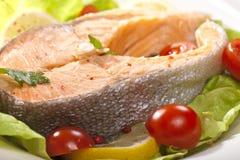 蒸的鲑鱼排 免版税库存图片