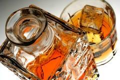 蒸馏瓶玻璃威士忌酒 图库摄影