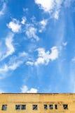 蓝天上面被擦亮的大厦 库存图片