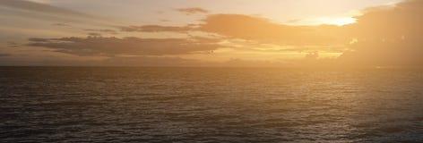 蓝天和云彩在日落全景射击 免版税库存图片