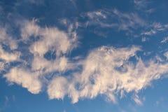 蓝天和云彩天空在黄昏 库存图片