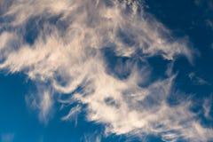 蓝天和云彩天空在黄昏 图库摄影