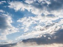 蓝天和各种各样的云彩形成 免版税图库摄影