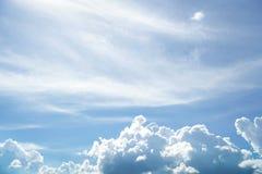 蓝天和多云为样品文本 图库摄影