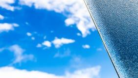 蓝天和开放窗口的一半 库存图片
