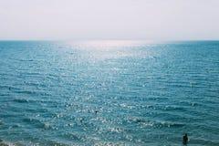 蓝天和海,夏天风景 免版税库存照片