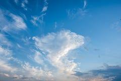 蓝天和白色云彩,蓝天 免版税库存照片