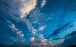 蓝天和白色云彩,蓝天 库存照片