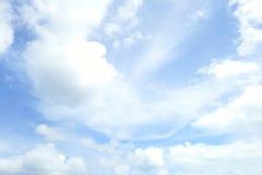蓝天和空白云彩 背景美好的做的本质向量 图库摄影