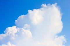 蓝天和空白云彩 免版税库存图片