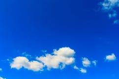 蓝天和空白云彩 库存图片