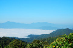 蓝天和薄雾 免版税图库摄影