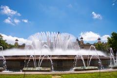蓝天喷泉 库存照片