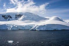 蓝天在南极洲 免版税库存照片