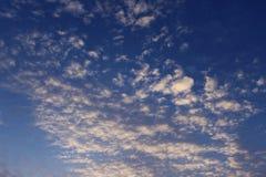 蓝天在圣地亚哥 免版税库存照片