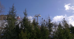 蓝天天时间滑雪胜地推力4k内华达山脉西班牙 股票录像
