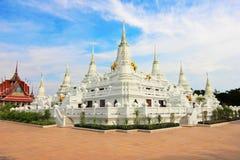 蓝天寺庙白色 免版税库存图片