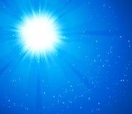 蓝天星期日 与爆炸光芒的现实迷离设计 提取背景发光 向量例证