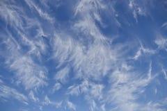 蓝天有卷云抽象背景 免版税库存图片