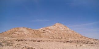蓝天沙漠 免版税库存照片