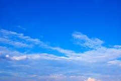 蓝天白色覆盖背景171019 0235 免版税库存照片