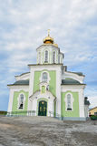 蓝天的圣洁上生教会 免版税库存照片