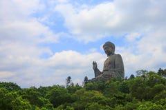 蓝天的大菩萨在阳光,香港下 免版税库存照片