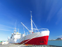 蓝天的捕鱼拖网渔船 免版税图库摄影
