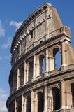 蓝天背景的大剧场在罗马 免版税图库摄影