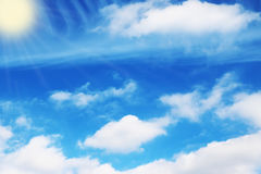 蓝天覆盖墙壁艺术背景绘画,美好的颜色,墙纸 免版税图库摄影