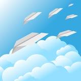蓝天覆盖纸飞机背景 库存照片