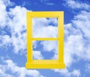 蓝天视窗黄色 免版税库存图片