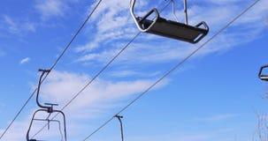 蓝天滑雪胜地骑马4k西班牙的推力关闭 股票视频
