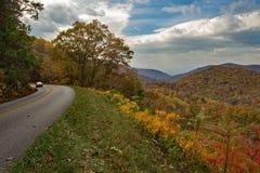 蓝岭山行车通道车行道在北弗吉尼亚,美国 图库摄影