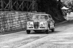 蓝旗亚APRILIA 1500 1949年在集会Mille Miglia的一辆老赛车2017年 库存照片