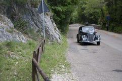 蓝旗亚APRILIA 1350 1939年在集会Mille Miglia 2017的一辆老赛车5月19日的著名意大利历史种族1927-1957 库存图片