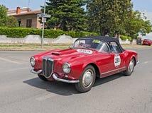 蓝旗亚Aurelia B24蜘蛛在Mille Miglia 2014年 库存图片