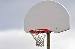 蓝球板篮球净额 库存图片