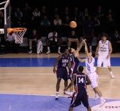 蓝球运动员反弹 免版税图库摄影