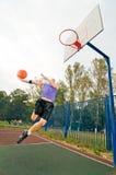蓝球运动员街道 免版税库存图片