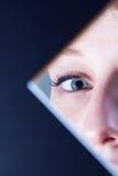 蓝眼睛反映 库存图片