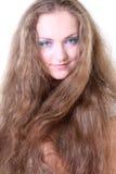 蓝眼睛的女孩头发长的纵向 图库摄影