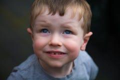 年轻蓝眼睛的男孩画象  免版税库存图片