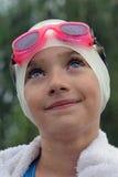 蓝眼睛的矮小的游泳者 免版税库存图片