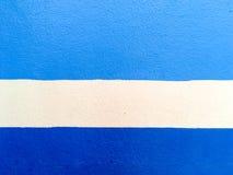 蓝线blackground作为纹理的两蓝色和一条空白线路 免版税库存照片
